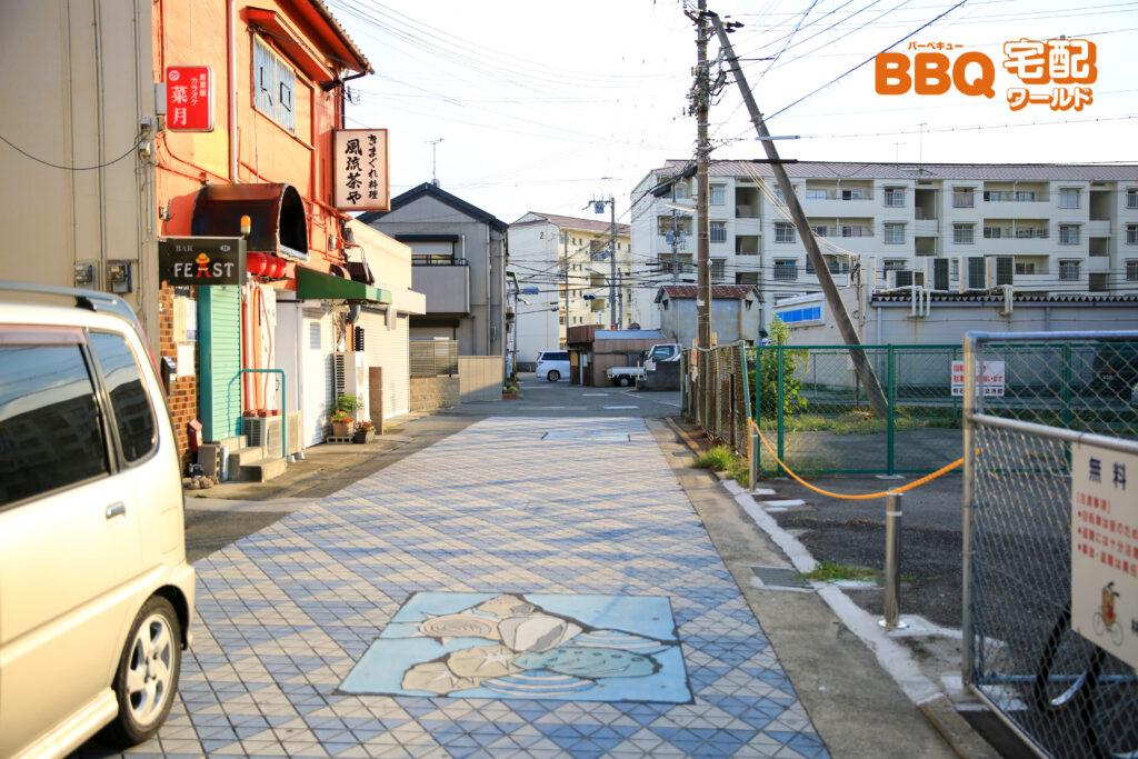 山陽電鉄林崎松江海岸駅を出た所にある海辺への道