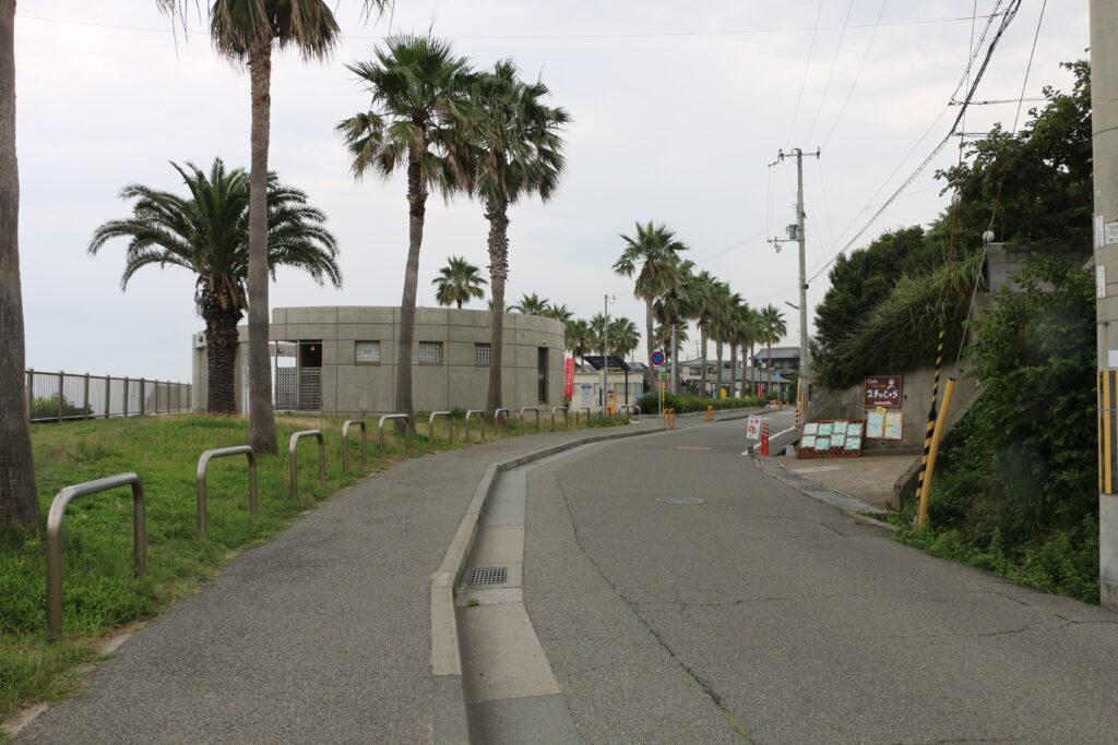 林崎松江海岸西側駐車場とトイレ