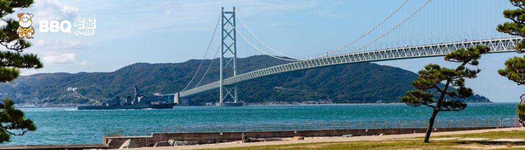 アジュール舞子から明石海峡大橋を通過するイージス艦