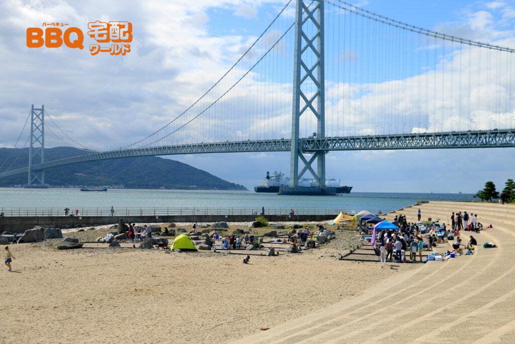 アジュール舞子BBQエリアから明石海峡大橋を眺望