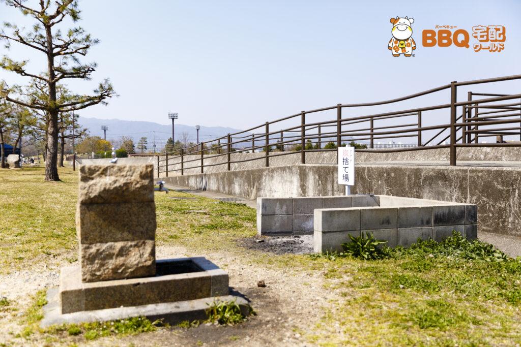 甲子園浜海浜公園BBQエリアの炭捨て場(中間地点)