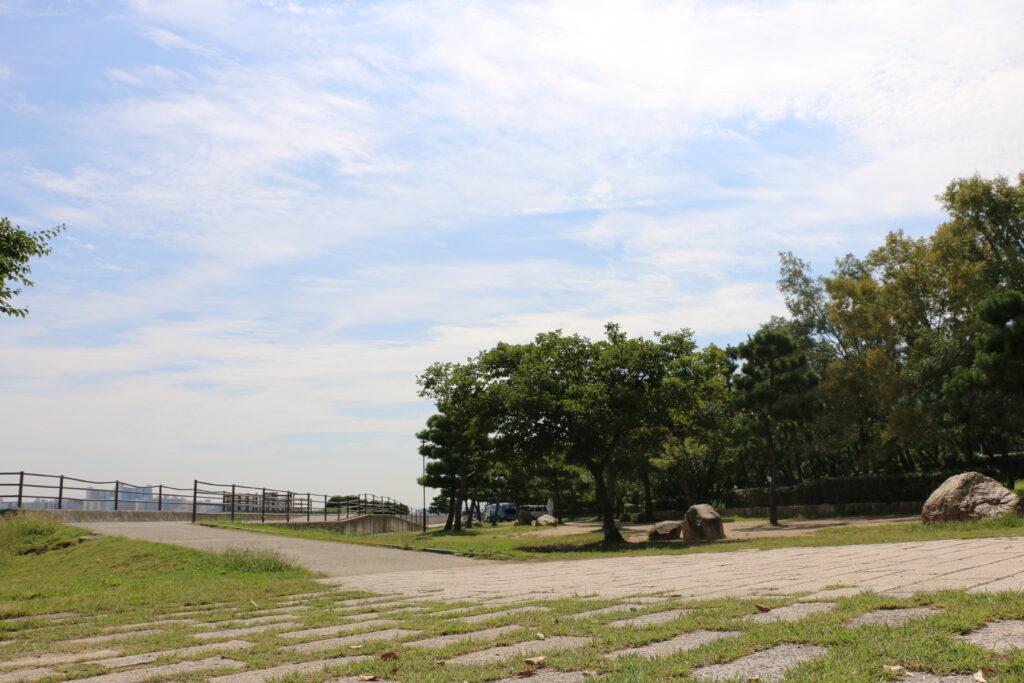甲子園浜海浜公園BBQエリア「木漏れ日広場」