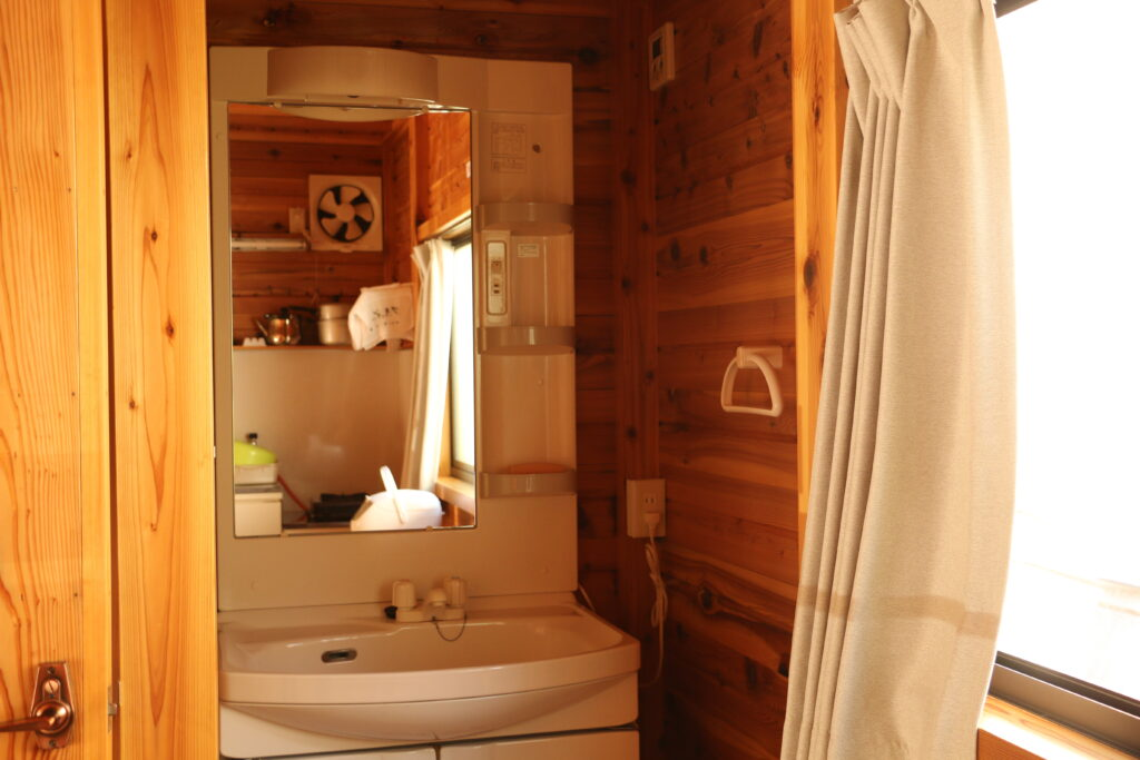 坪の内オートキャンプ場コテージの洗面所