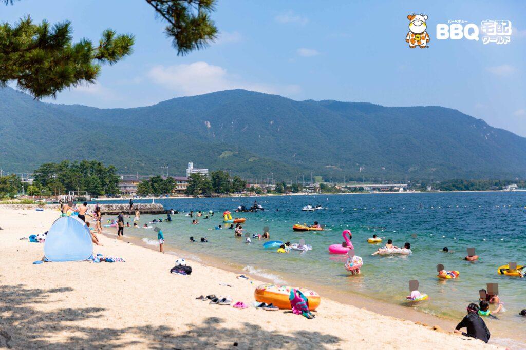 近江舞子中浜水泳場の湖水浴風景