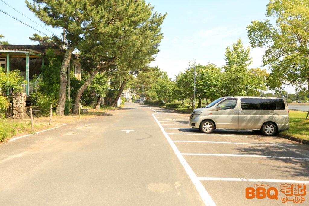 近江舞子中浜水泳場の駐車場鰻の寝床