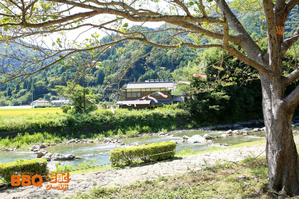 三田市野外活動センターの脇を流れる羽束川