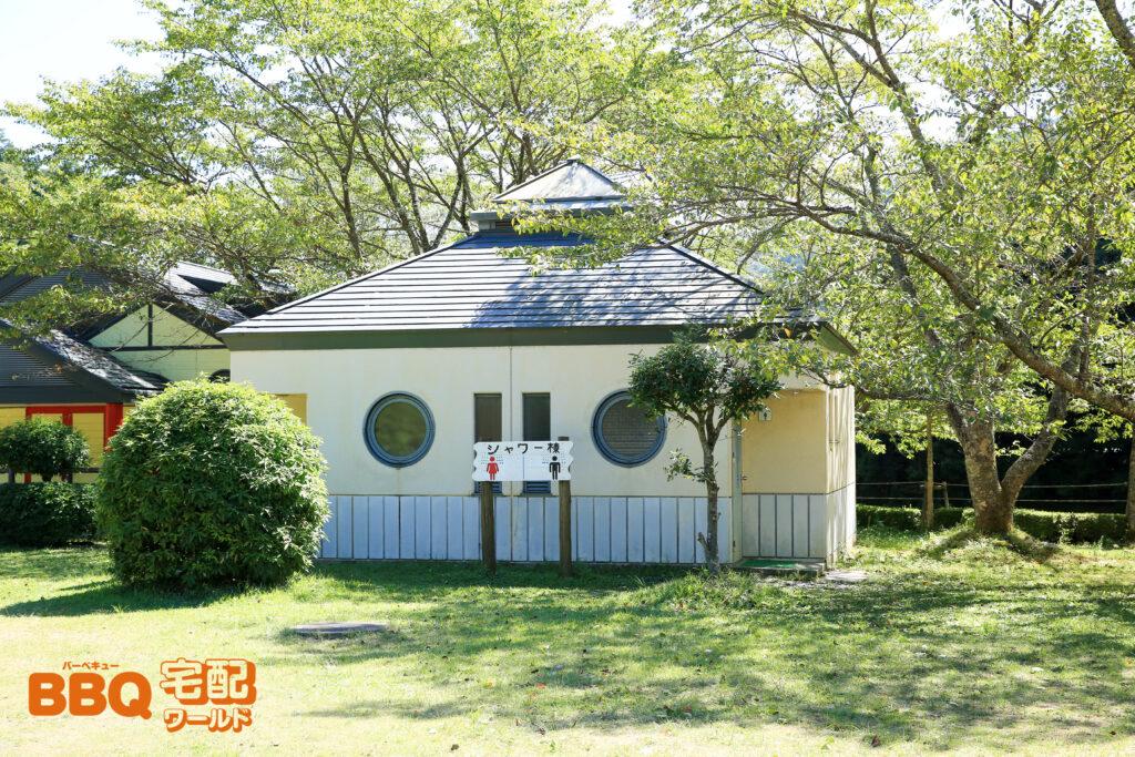 三田市野外活動センターのシャワー棟