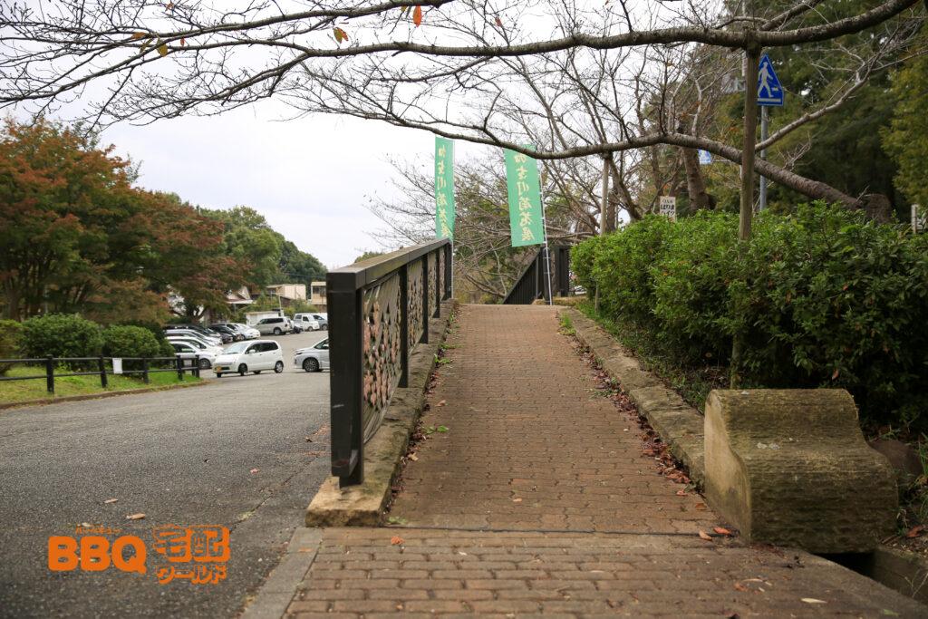 日岡山公園第1駐車場のスロープ