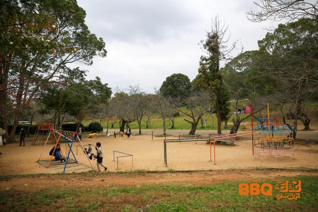 日岡山公園のBBQエリア隣接の遊具
