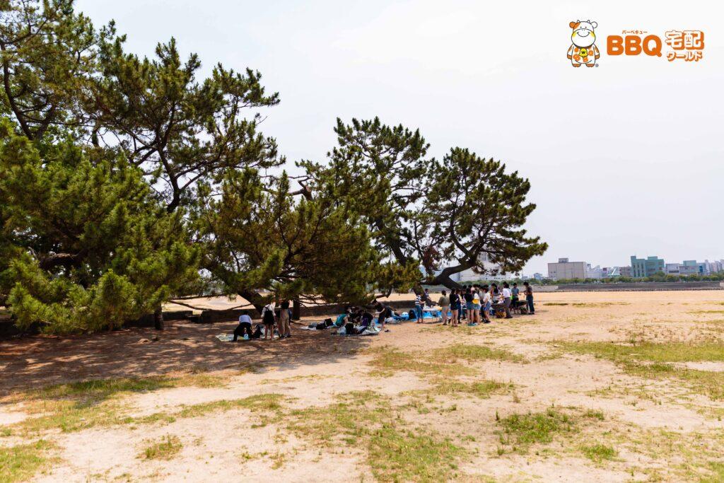御前浜での高校生校外学習BBQ風景