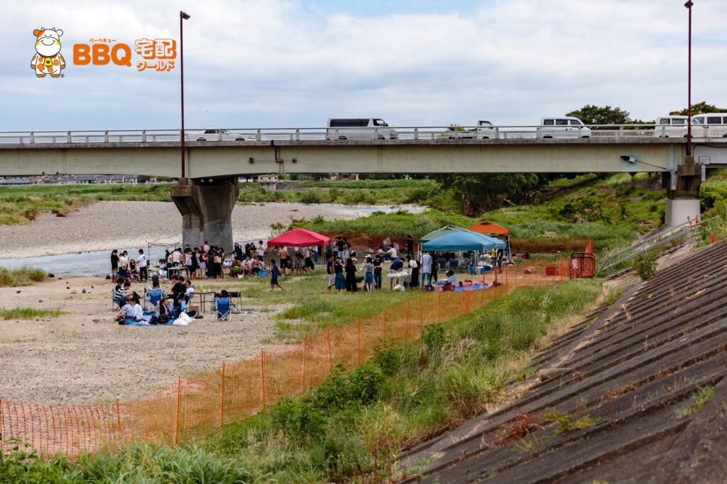 桂川河川敷・松尾橋のBBQ有料化の様子