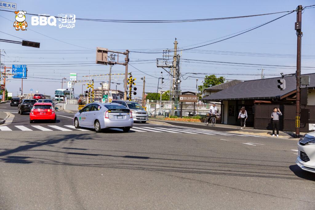 阪急電車松尾大社駅と道路