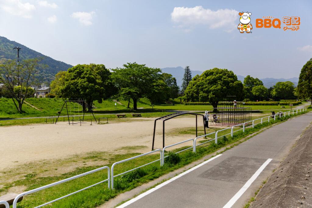 松尾橋BBQエリア近くの公園全体