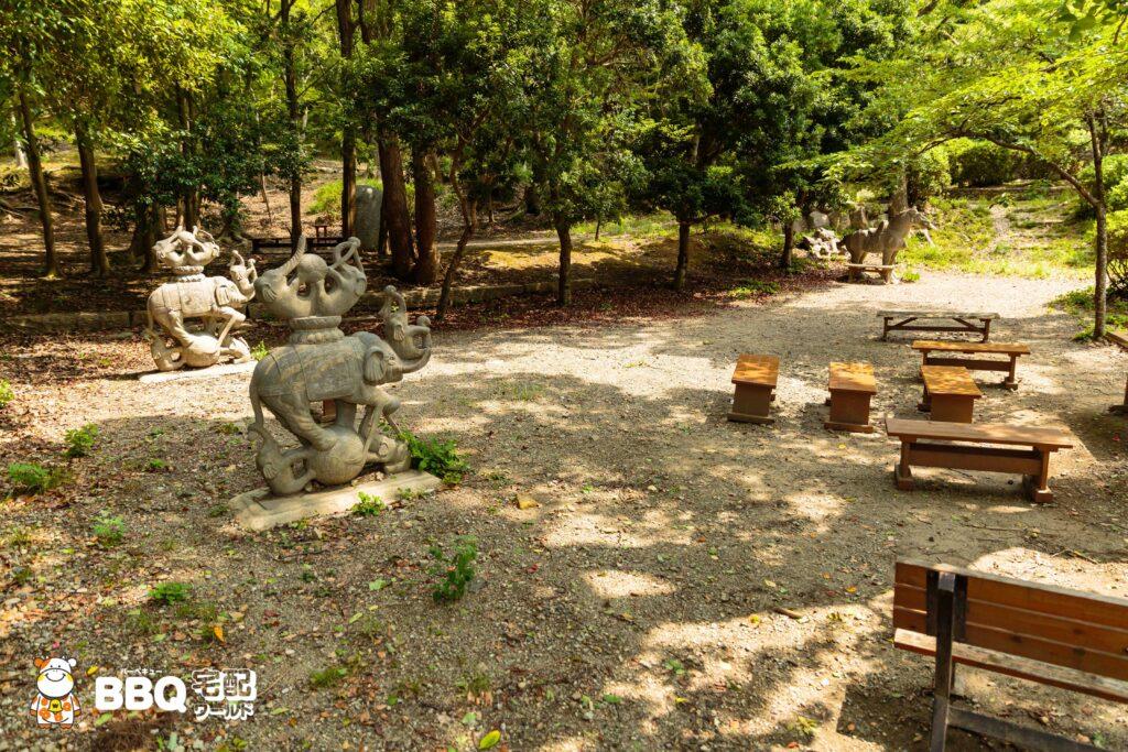 五月山公園BBQ広場の馬エリアの象石碑