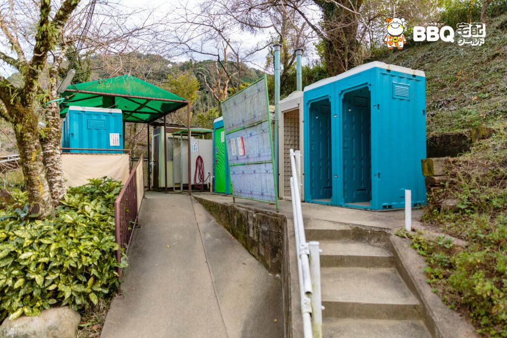 笠置キャンプ場の簡易トイレ