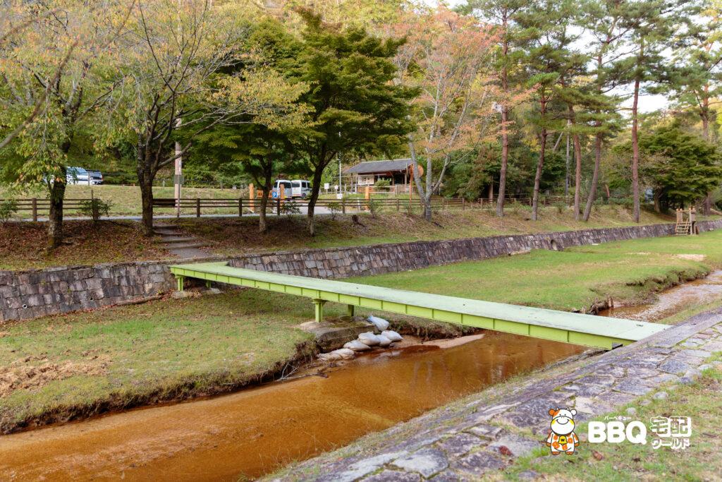 湯船森林公園BBQエリアへの橋