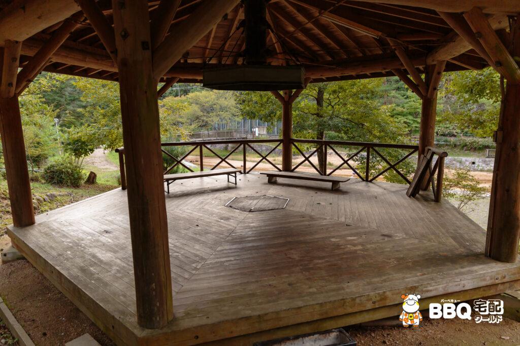 湯船森林公園BBQ六角ハウス3