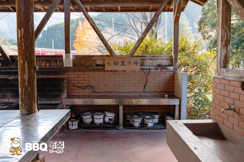 小口自然の家BBQ炊事棟の七輪