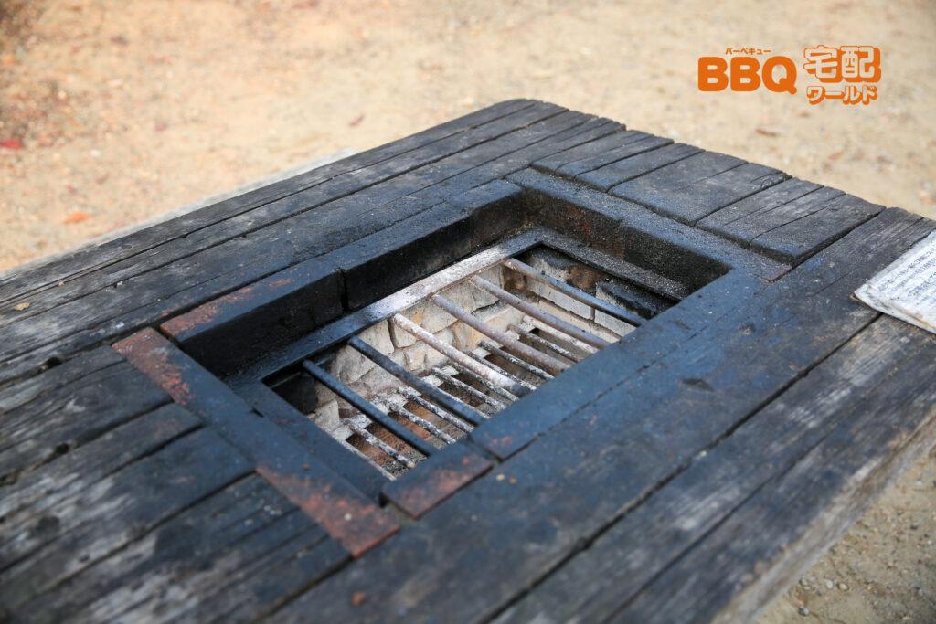 いぶきの森BBQ場の炉付きテーブル