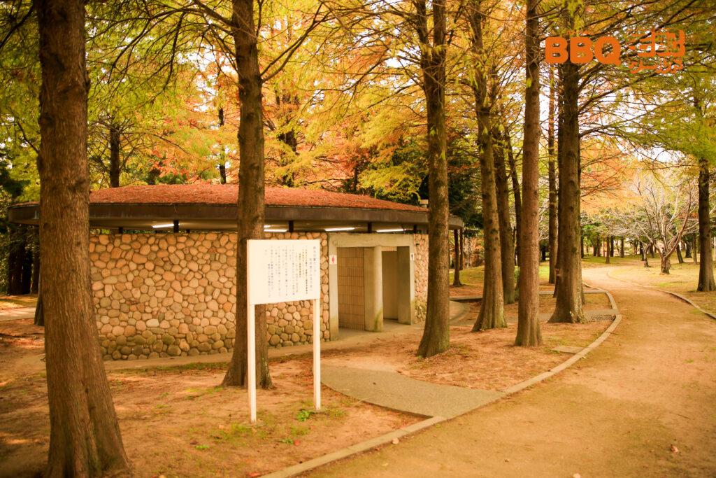 稲美町野外活動センターBBQサイトのトイレ