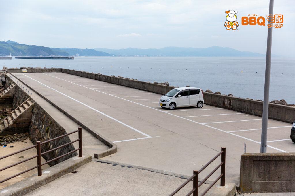 大浜海水浴場の堤防駐車場