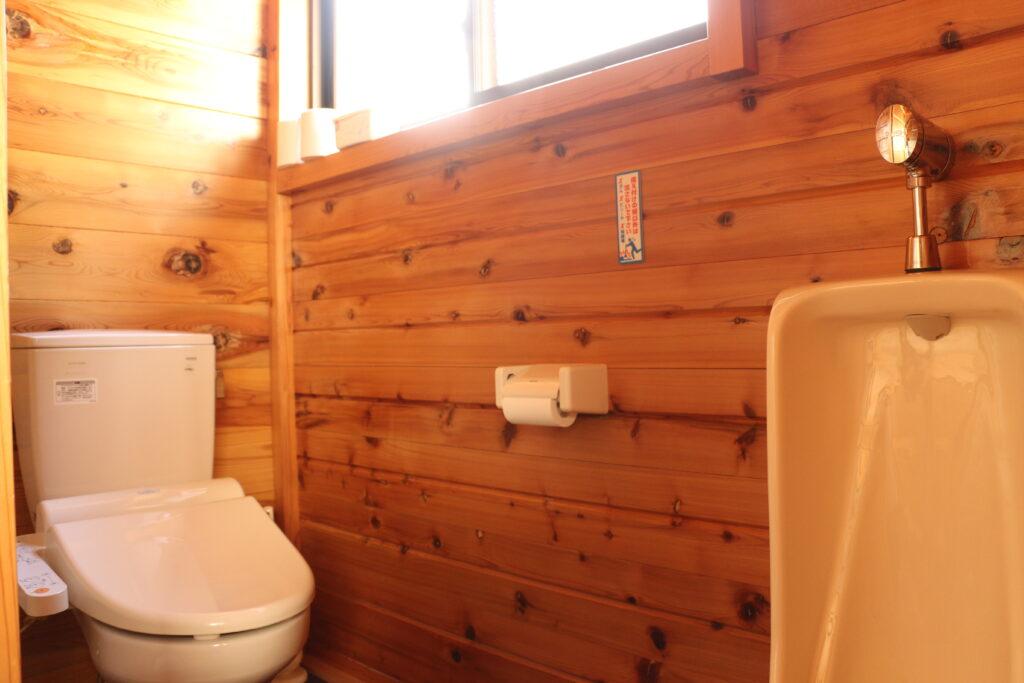 坪の内オートキャンプ場コテージのトイレ