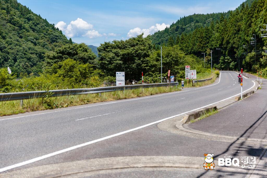 梅ノ木キャンプ場手前の道
