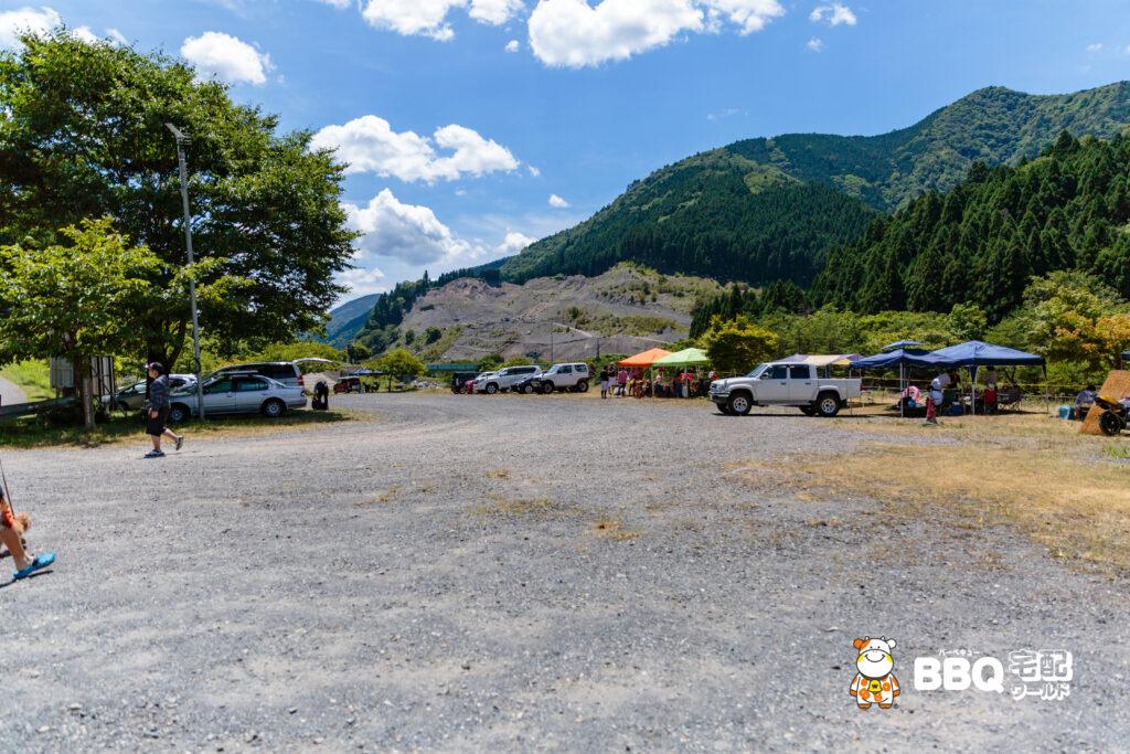 梅ノ木キャンプ場の車