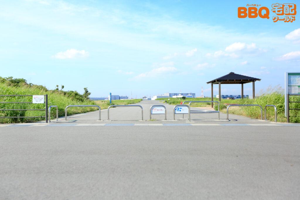 海とのふれあい広場の駐車場からBBQ広場