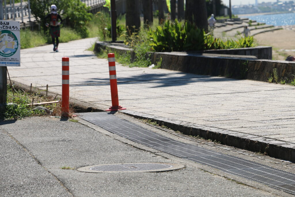 江井ヶ島駐車場からBBQエリア段差