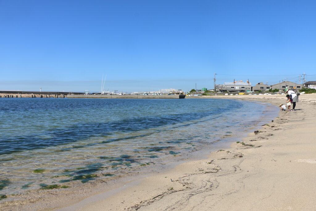 江井ヶ島海岸BBQエリアの透明な海