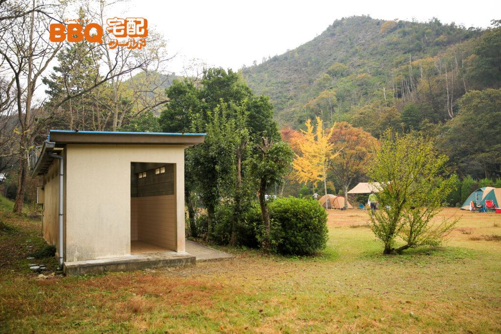 古法華自然公園の管理棟横のトイレ
