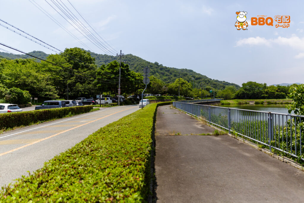 志方東公園駐車場と池