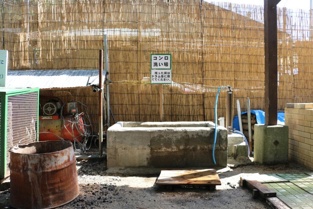 白ひげ浜水泳キャンプ場の炭捨て場