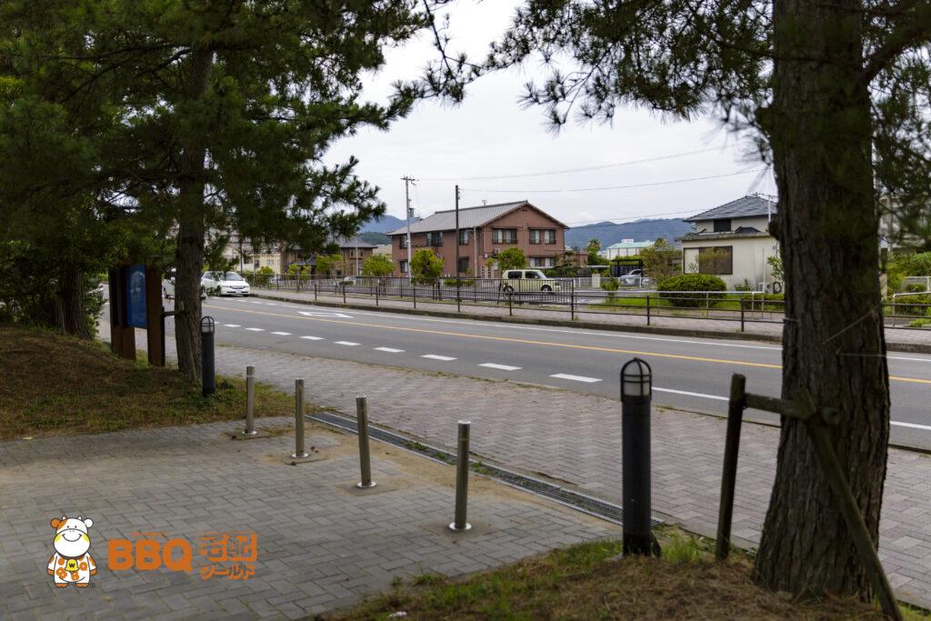 淡路島・炬口海水浴場と向かいの駐車場