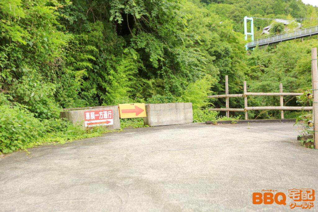 滝畑湖畔BBQ場の第2駐車場一方通行