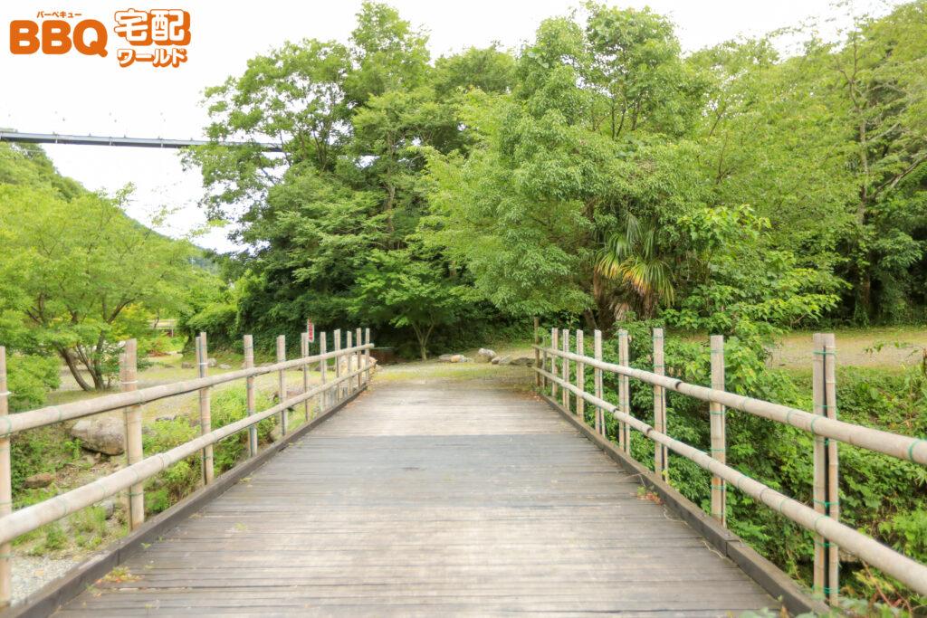 滝畑湖畔BBQ場の第2駐車場橋