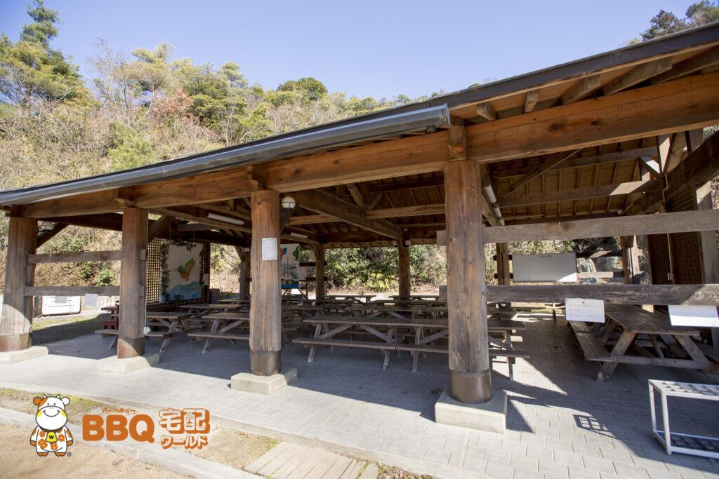 熊取町野外活動ふれあい広場の多目的学習棟