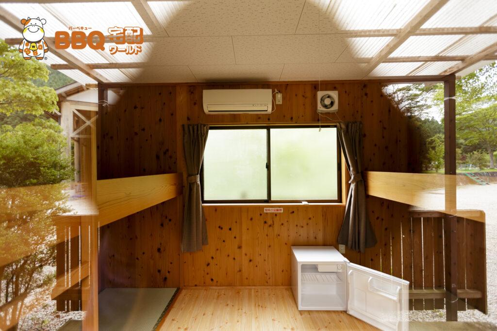 千枚田オートキャンプ場バンガロー内部