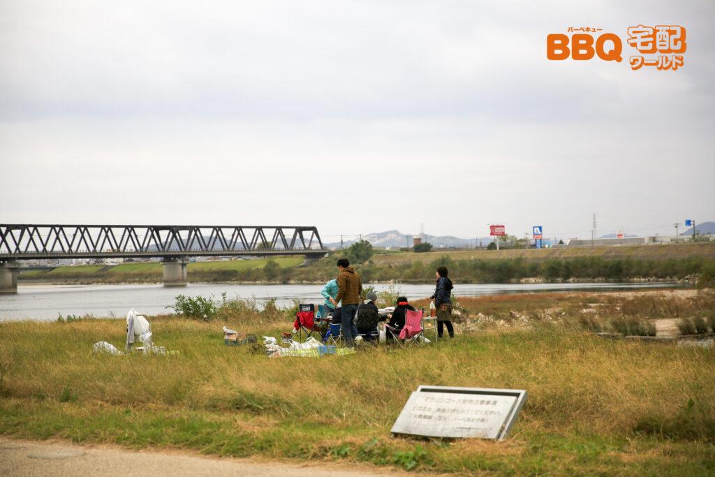 加古川河川敷緑地河原地区BBQの様子