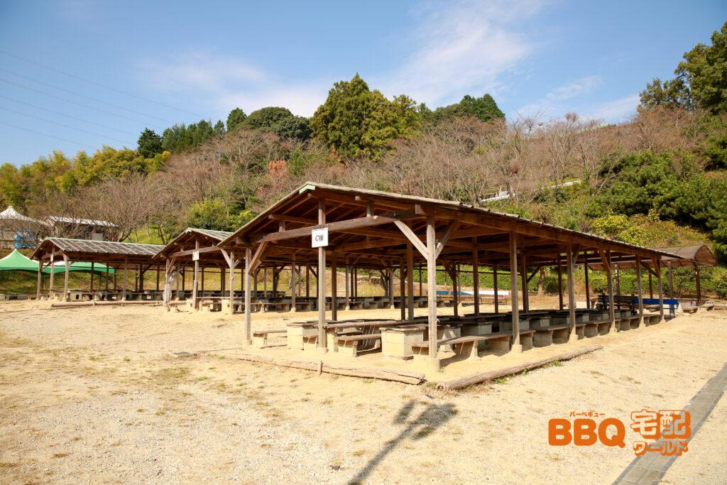 信貴山のどか村の屋根付きBBQサイト