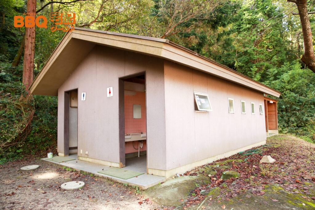 信貴山のどか村のトイレ