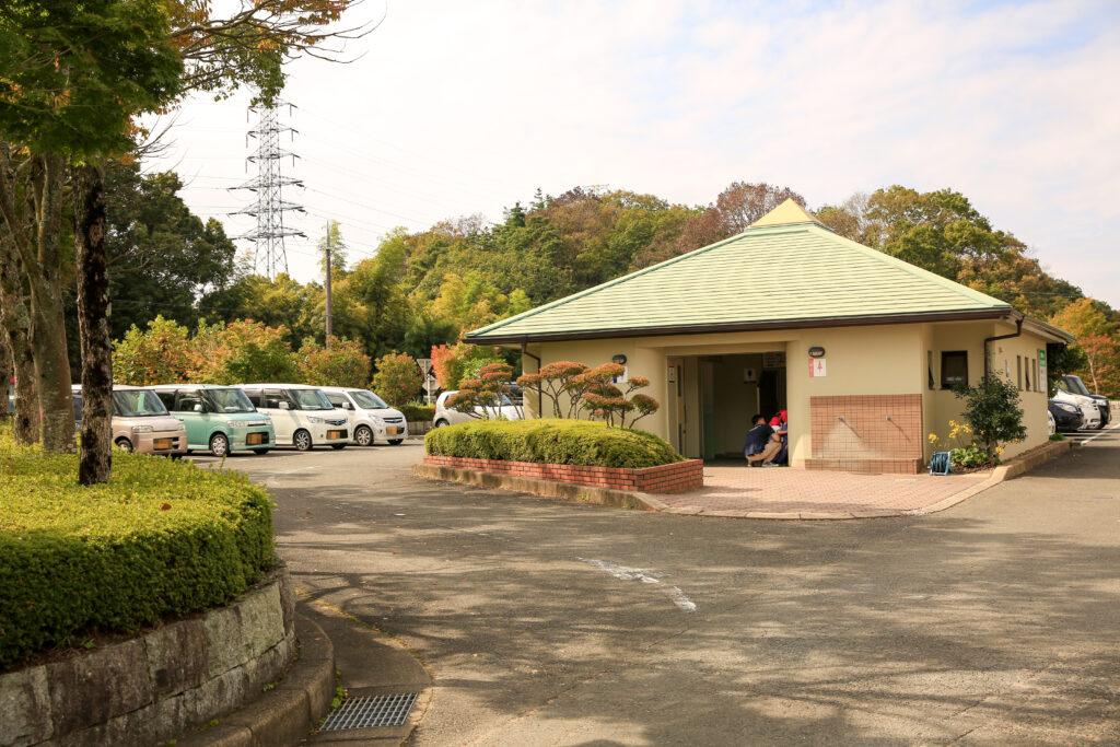 信貴山のどか村の一般駐車場