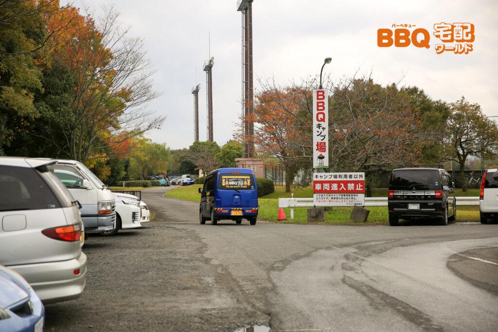 矢橋帰帆島公園BBQ場の駐車場出入口