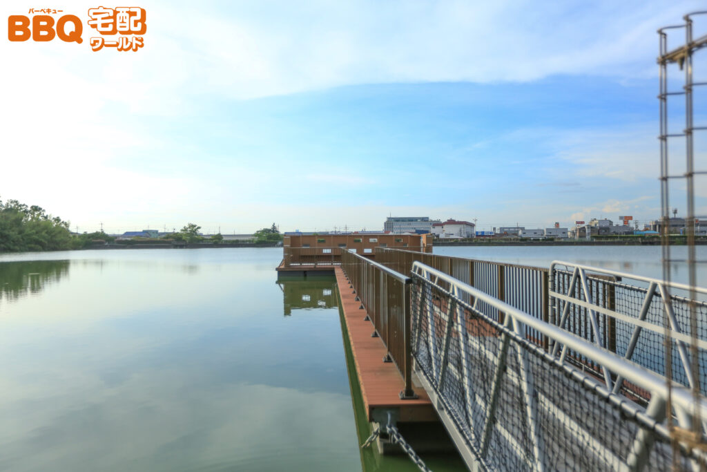 舟渡池公園の野鳥観察用の浮桟橋