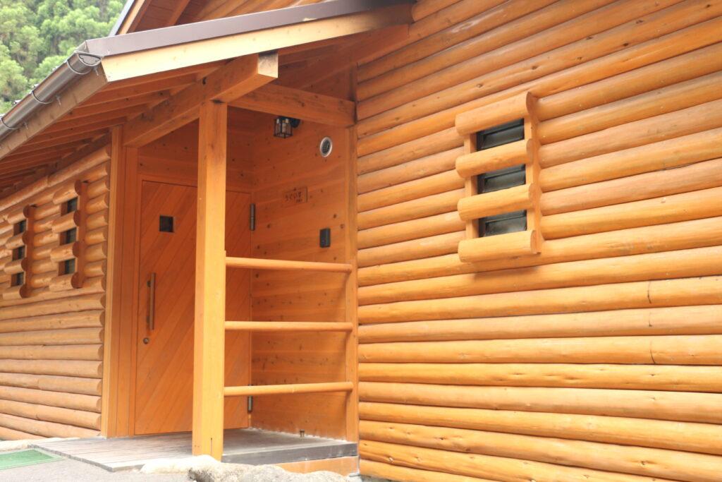 グリーンエコー笠形のウッドハウス