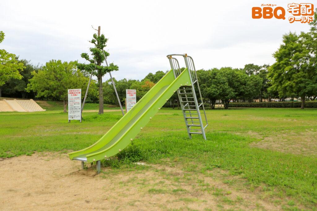 浜工業公園BBQエリアの滑り台