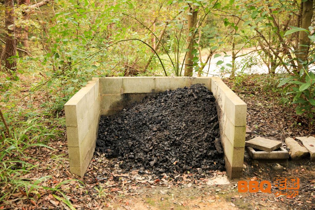 三木山森林公園BBQ広場の炭捨て場