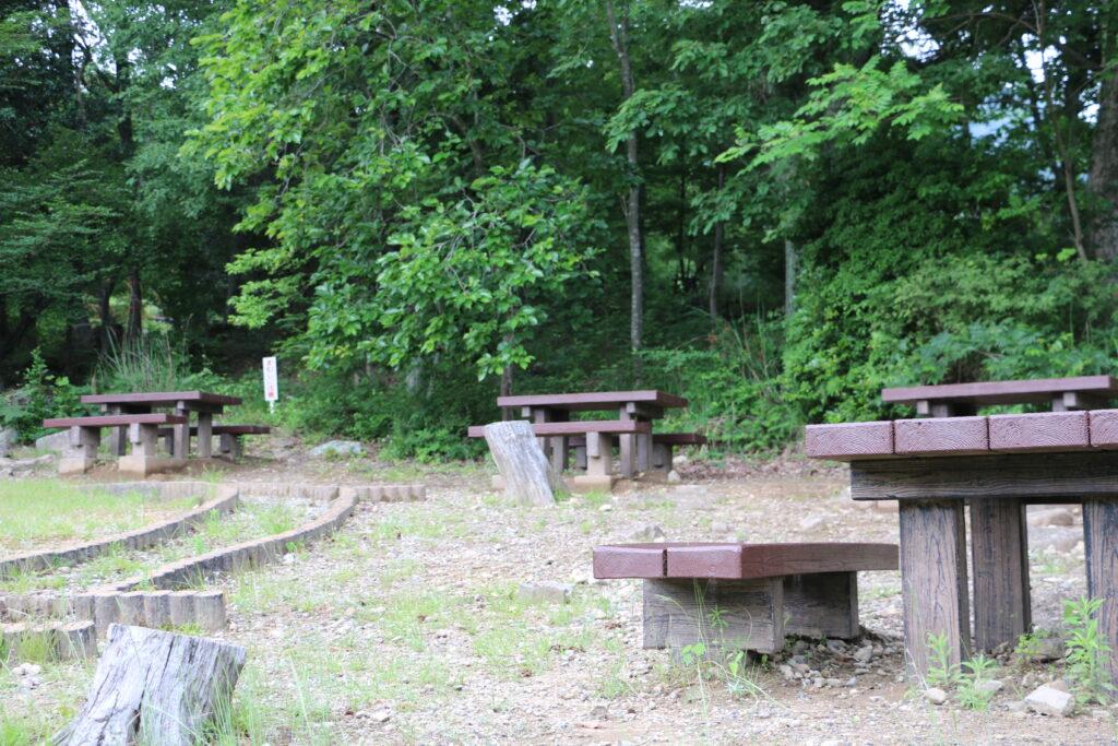 リフレッシュパーク市川キャンプ場のテーブル