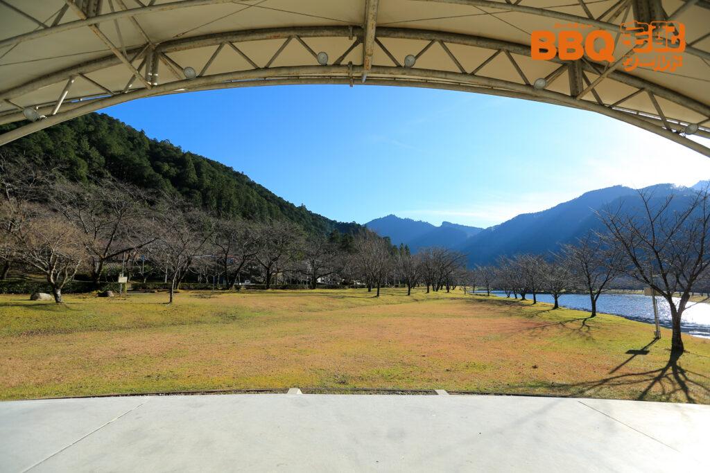 下北山スポーツ公園のイベントステージ眺め